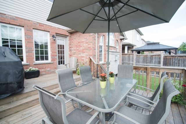 Detached at 14 Pebblecreek Dr, Kitchener, Ontario. Image 8