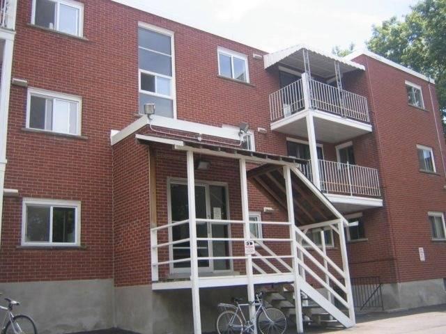 Multiplex at 158 Erb St E, Waterloo, Ontario. Image 3