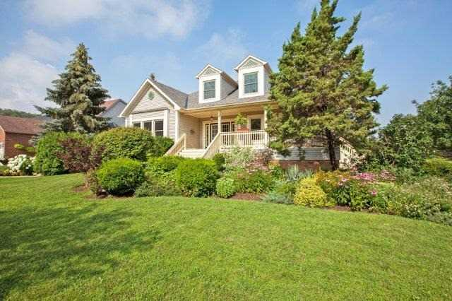 Detached at 10 Baker Rd S, Grimsby, Ontario. Image 13
