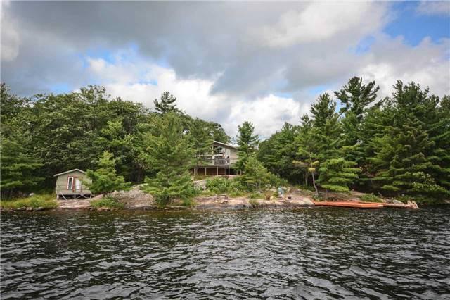 Cottage at 90 Island 100, Georgian Bay, Ontario. Image 12