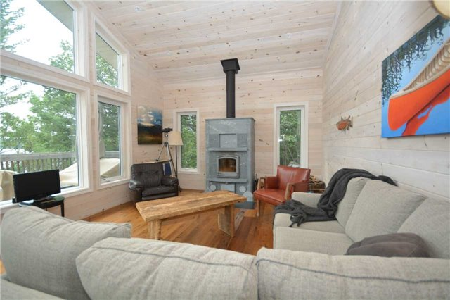 Cottage at 90 Island 100, Georgian Bay, Ontario. Image 16