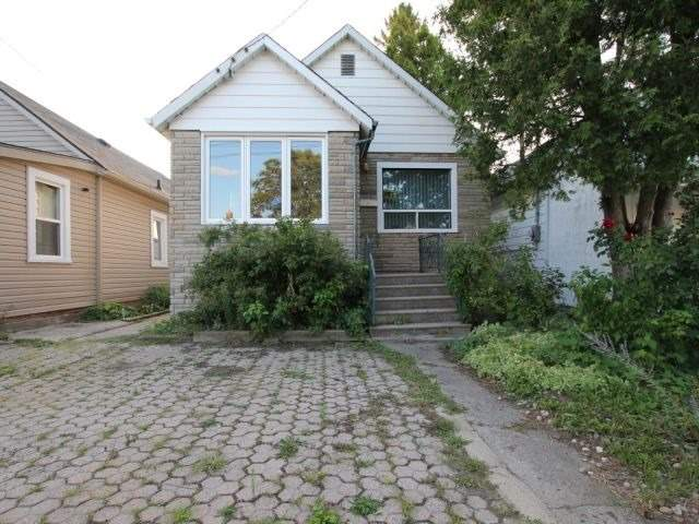 Detached at 4 Craigroyston Rd, Hamilton, Ontario. Image 1