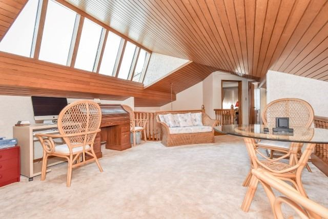 Detached at 627 Manchester Rd, Kitchener, Ontario. Image 7