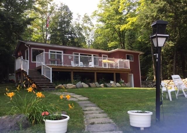 Cottage at 1449 Schwandt Cres, Dysart et al, Ontario. Image 1
