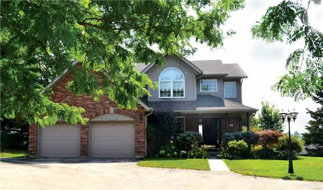 Detached at 11 Chele-Mark Rd, Woodstock, Ontario. Image 1