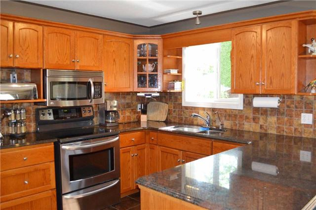 Detached at 11 Chele-Mark Rd, Woodstock, Ontario. Image 11