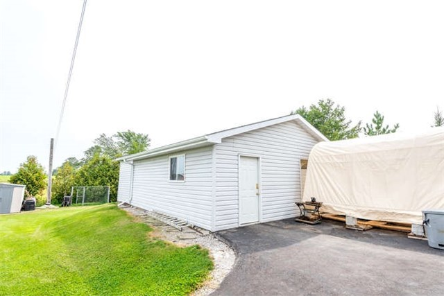 Detached at 1126 Elm Tree Rd, Kawartha Lakes, Ontario. Image 7