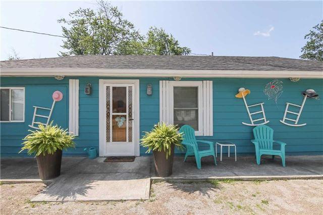 Cottage at 1048 Lakeshore Rd, Haldimand, Ontario. Image 12