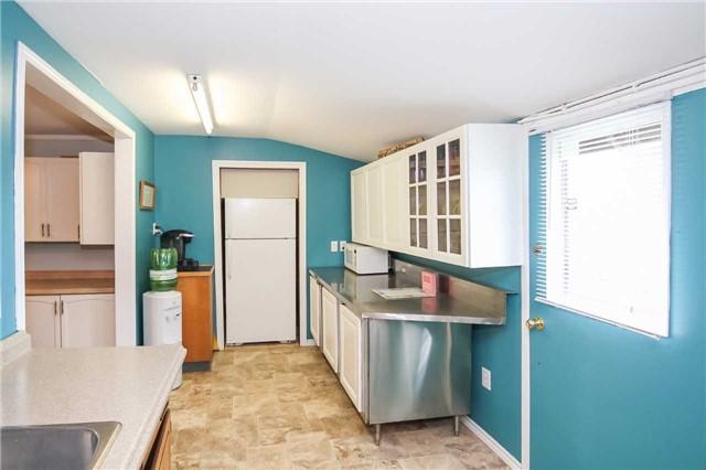 Cottage at 1048 Lakeshore Rd, Haldimand, Ontario. Image 19