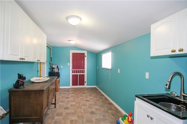 Cottage at 1048 Lakeshore Rd, Haldimand, Ontario. Image 3