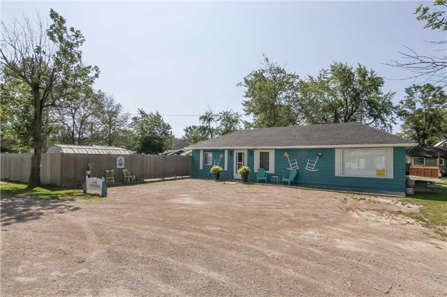 Cottage at 1048 Lakeshore Rd, Haldimand, Ontario. Image 10