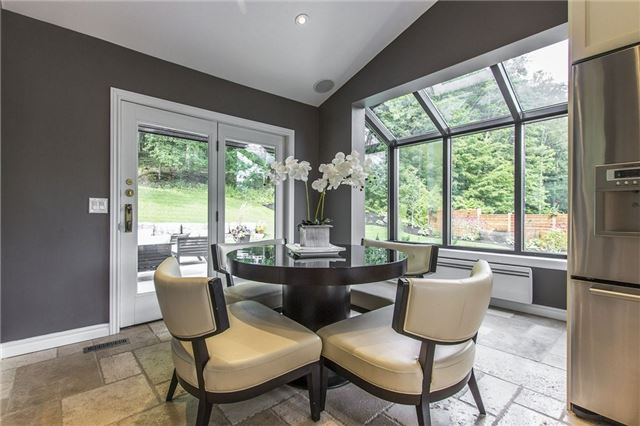 Detached at 1174 West River Rd, Cambridge, Ontario. Image 2