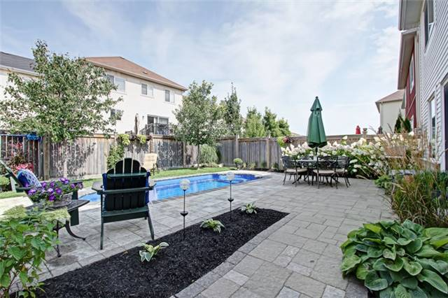 Detached at 15 Fiddlehead Cres, Hamilton, Ontario. Image 10