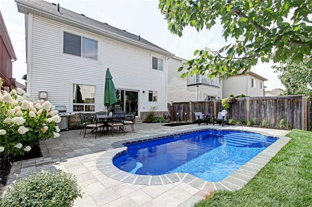 Detached at 15 Fiddlehead Cres, Hamilton, Ontario. Image 11