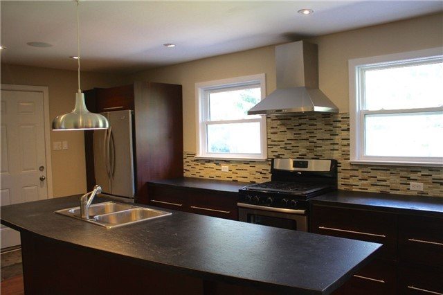 Detached at 25 Brentwood Cres, London, Ontario. Image 16