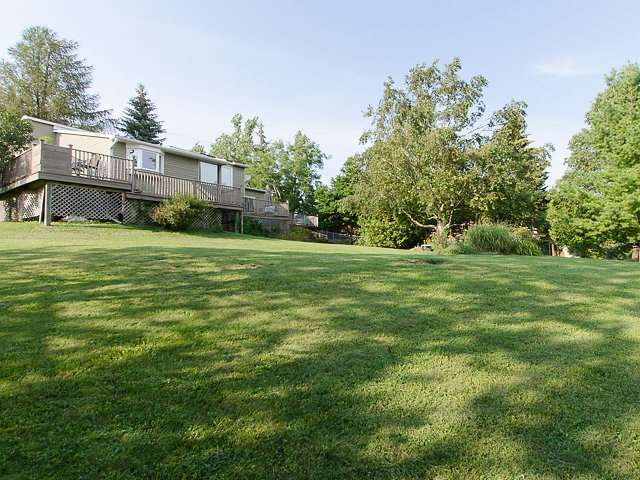 Detached at 10 Dell St, Mulmur, Ontario. Image 8