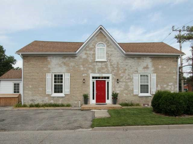 Fourplex at 206 Montrose St S, Cambridge, Ontario. Image 1