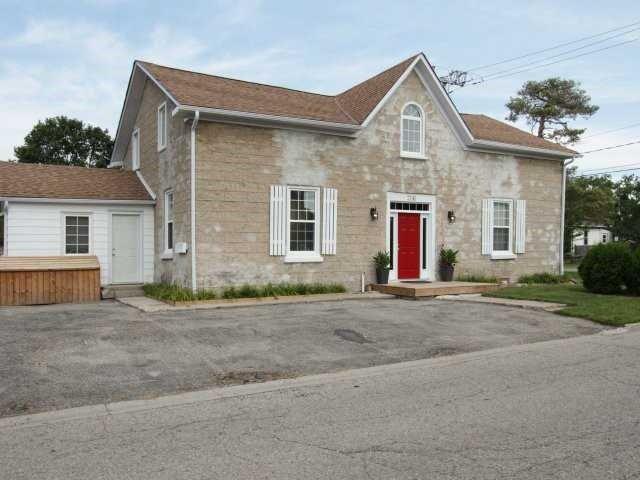 Fourplex at 206 Montrose St S, Cambridge, Ontario. Image 12