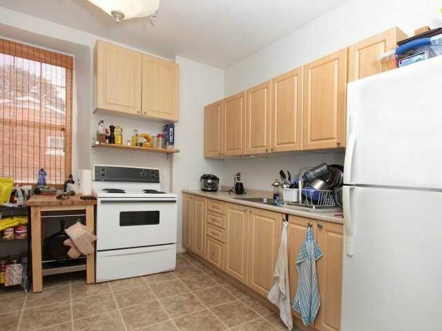 Fourplex at 206 Montrose St S, Cambridge, Ontario. Image 3