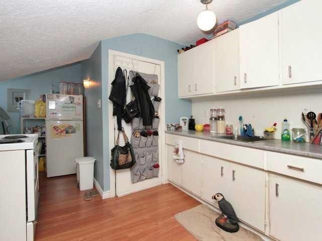 Fourplex at 206 Montrose St S, Cambridge, Ontario. Image 9