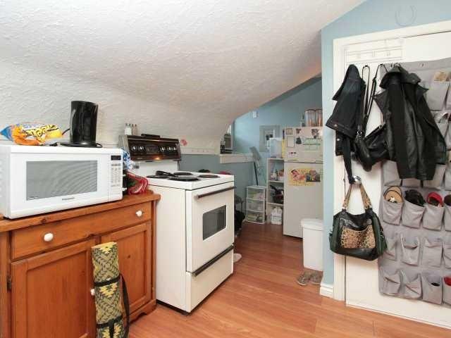 Fourplex at 206 Montrose St S, Cambridge, Ontario. Image 10
