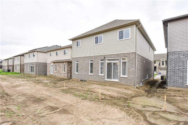 Detached at 387 Moorlands Cres, Kitchener, Ontario. Image 13