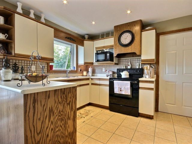 Detached at 29 Shawnee Crt, Leamington, Ontario. Image 2
