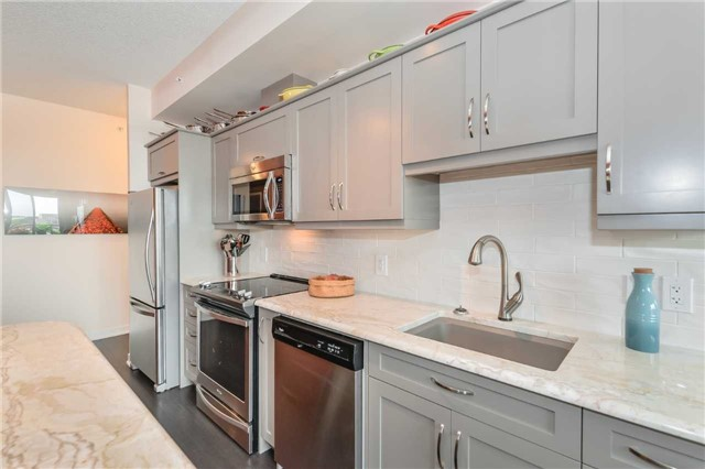 Condo Apartment at 85 Duke St, Unit 504, Kitchener, Ontario. Image 17