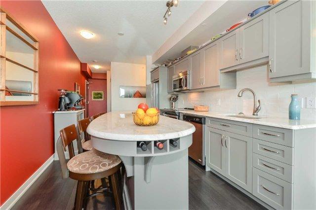 Condo Apartment at 85 Duke St, Unit 504, Kitchener, Ontario. Image 2