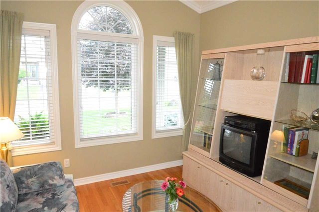 Townhouse at 75 Morris Tr, Welland, Ontario. Image 3