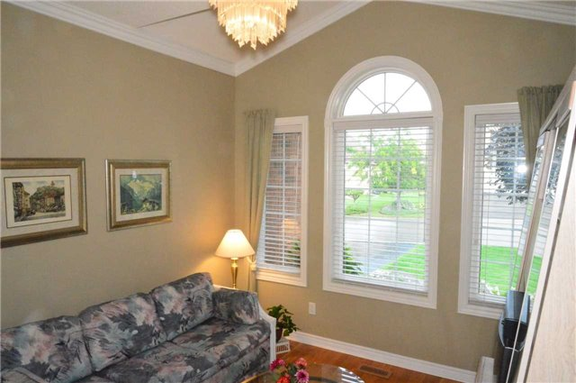 Townhouse at 75 Morris Tr, Welland, Ontario. Image 4