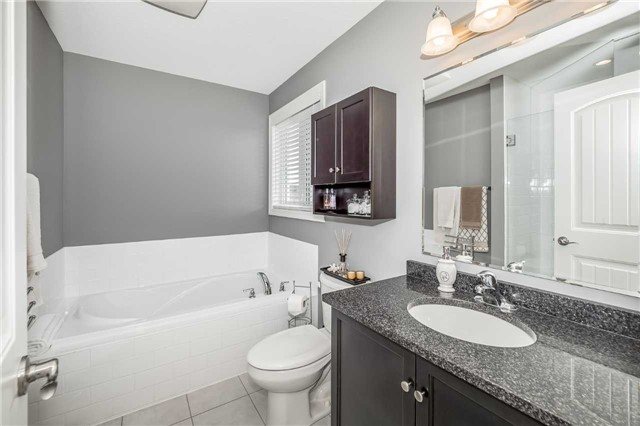 Detached at 231 Goodwin Dr, Guelph, Ontario. Image 3