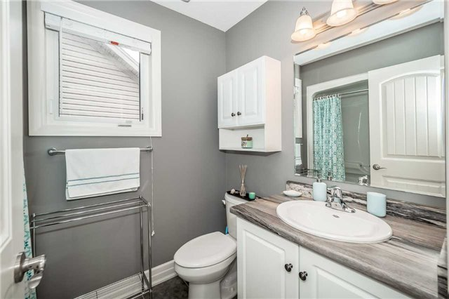 Detached at 231 Goodwin Dr, Guelph, Ontario. Image 6