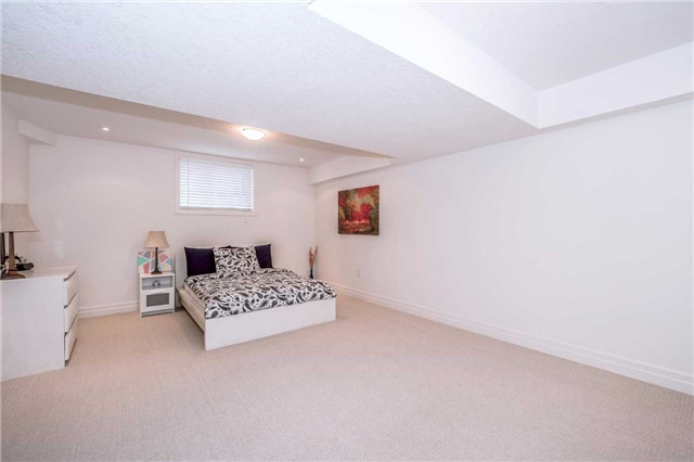 Detached at 231 Goodwin Dr, Guelph, Ontario. Image 8