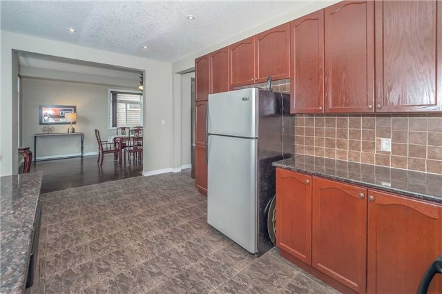 Detached at 27 Atto Dr, Guelph, Ontario. Image 19