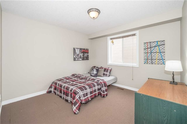 Detached at 27 Atto Dr, Guelph, Ontario. Image 7
