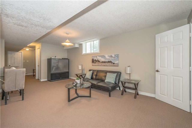 Detached at 27 Atto Dr, Guelph, Ontario. Image 11