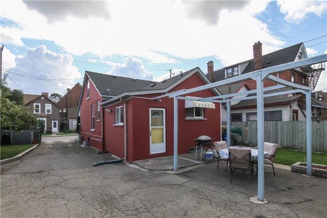 Detached at 105 Oak Ave, Hamilton, Ontario. Image 10
