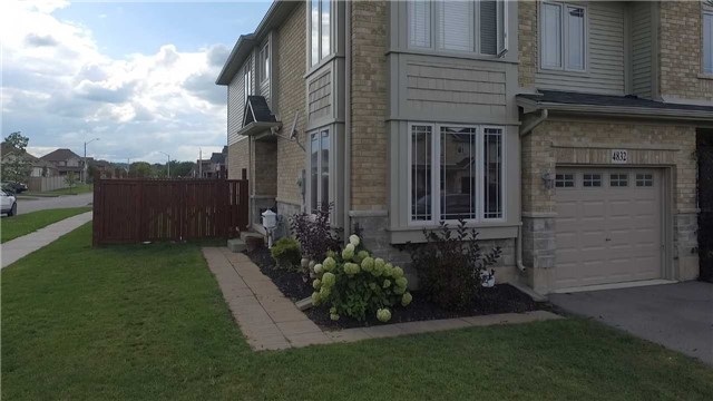 Townhouse at 4832 Adam Crt, Lincoln, Ontario. Image 9