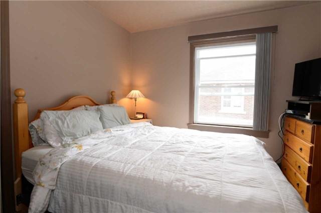 Duplex at 1639 Concession Rd, Cambridge, Ontario. Image 4