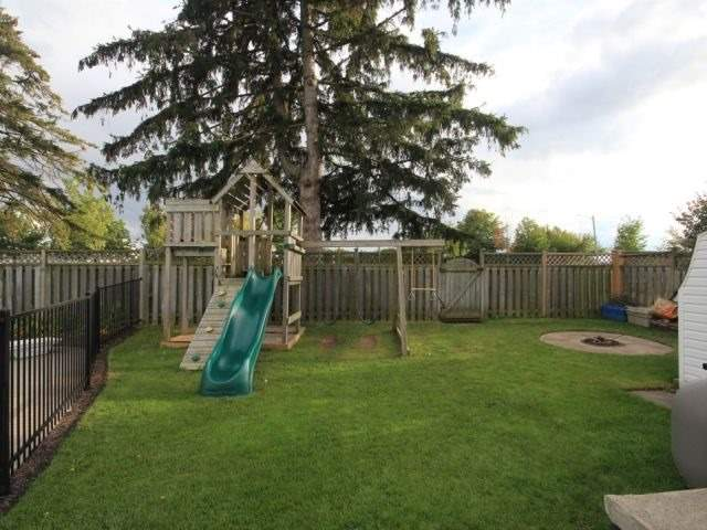 Detached at 139 Queen St, North Middlesex, Ontario. Image 4