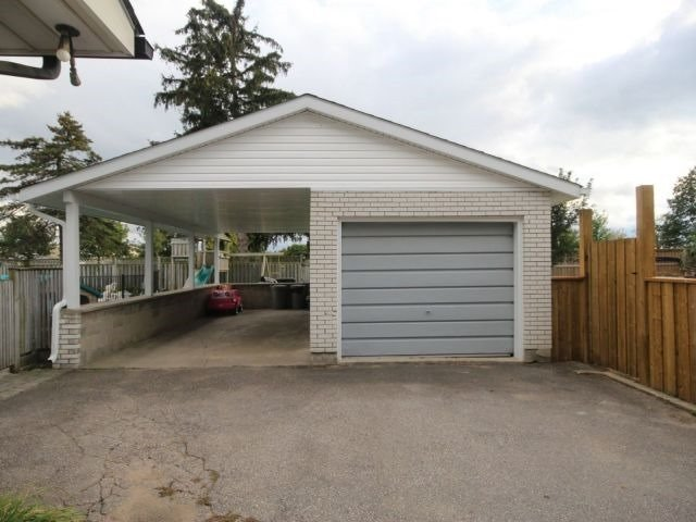 Detached at 139 Queen St, North Middlesex, Ontario. Image 6