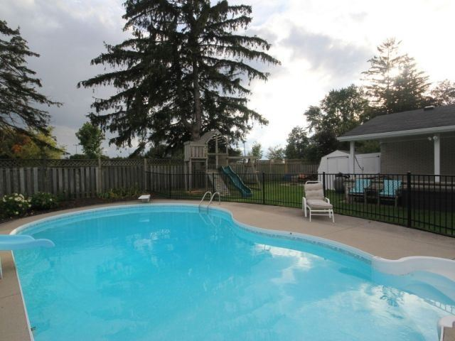 Detached at 139 Queen St, North Middlesex, Ontario. Image 11