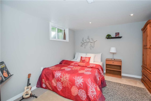 Detached at 279 Kathleen St, Guelph, Ontario. Image 4