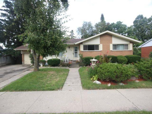 Detached at 40 Meadow Cres, Kitchener, Ontario. Image 1