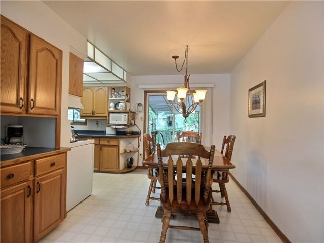 Detached at 40 Meadow Cres, Kitchener, Ontario. Image 16