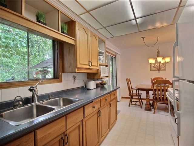 Detached at 40 Meadow Cres, Kitchener, Ontario. Image 17