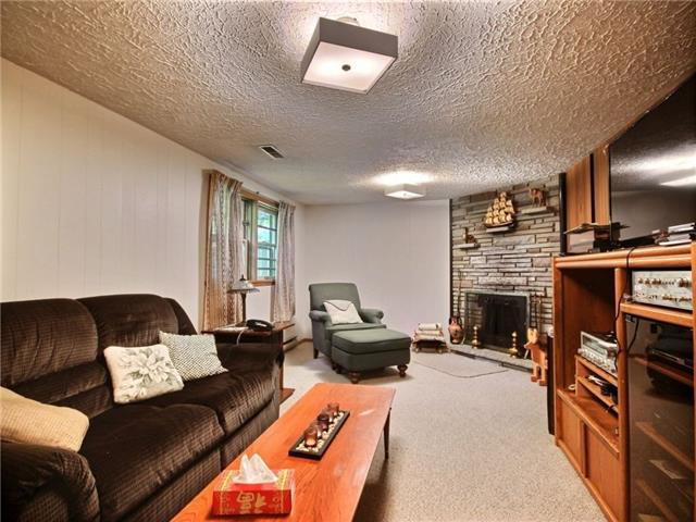 Detached at 40 Meadow Cres, Kitchener, Ontario. Image 5