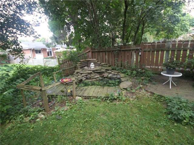 Detached at 40 Meadow Cres, Kitchener, Ontario. Image 13