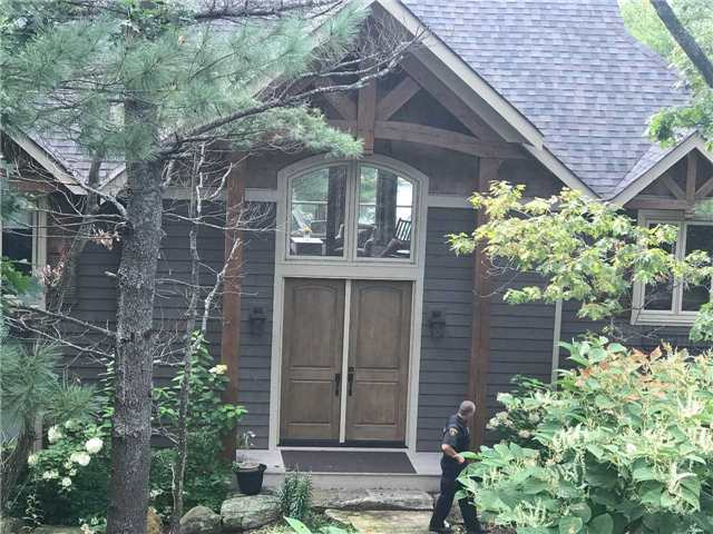 Detached at 25 Loon Lake Rd N, Gravenhurst, Ontario. Image 1